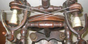 Detailansicht: Mit 2 Spinnflügeln kann zweihändig gesponnen werden.
