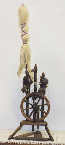 Spinnrad mit Wocken