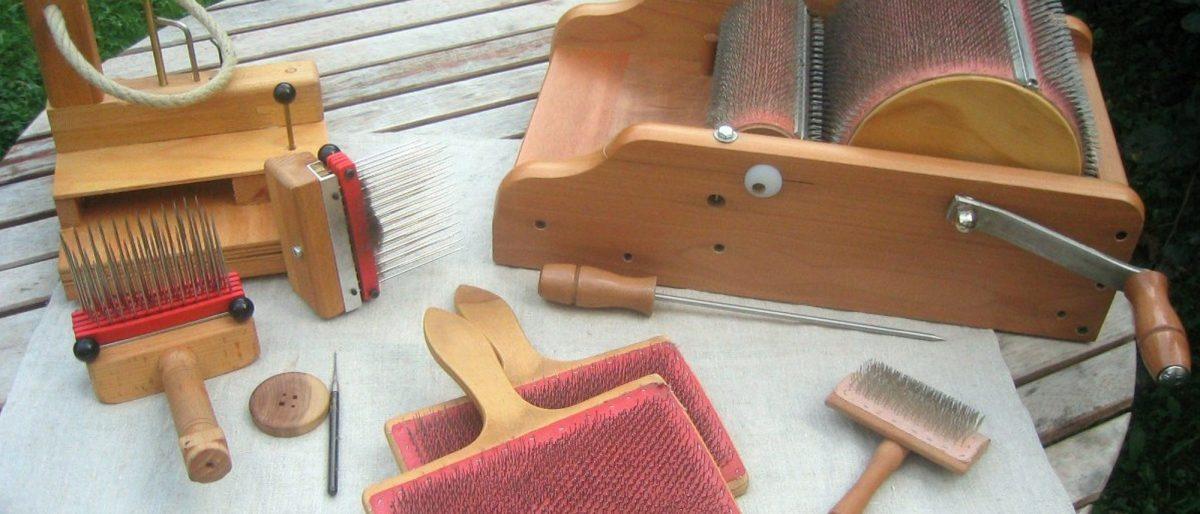 Wollvorbereitung - Kämme und Kardiergeräte